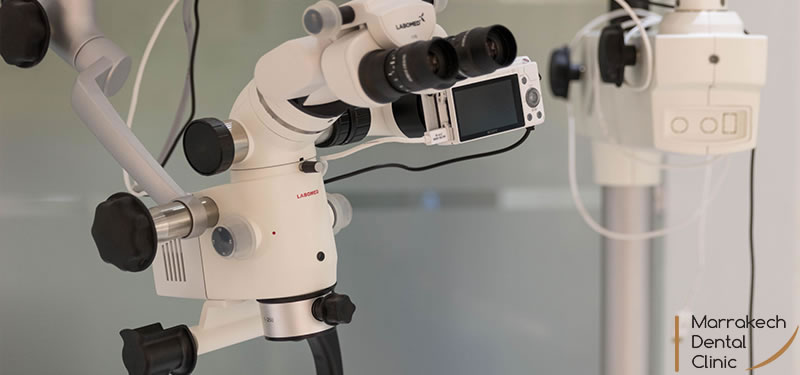 Soins sous Microscope
